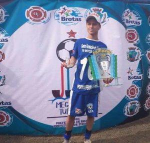 Destaque da Mega Copa Turística de Brotas assina contrato com o Corinthians